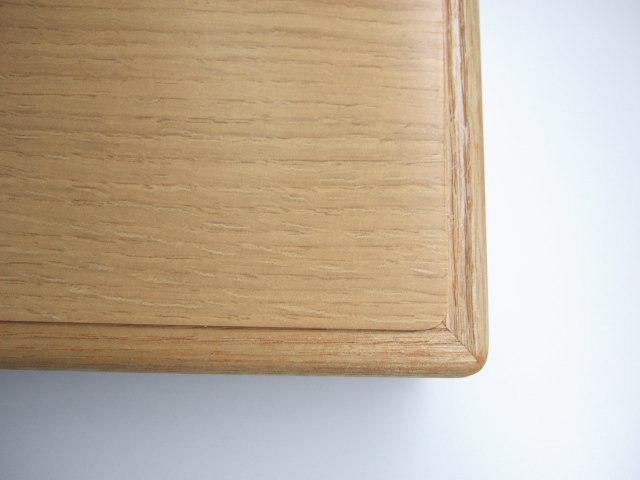 天面はメラミン化粧板で縁はタモ材木口貼りカウンターテーブル天板