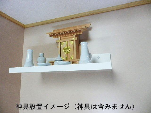 洋風でモダンな神棚の棚板
