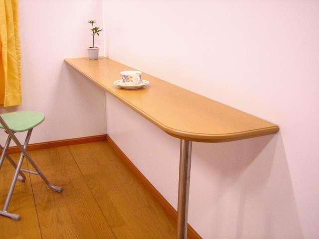 カウンターやテーブル天板のオーダーメイド、コーナーが滑らかなテーブル