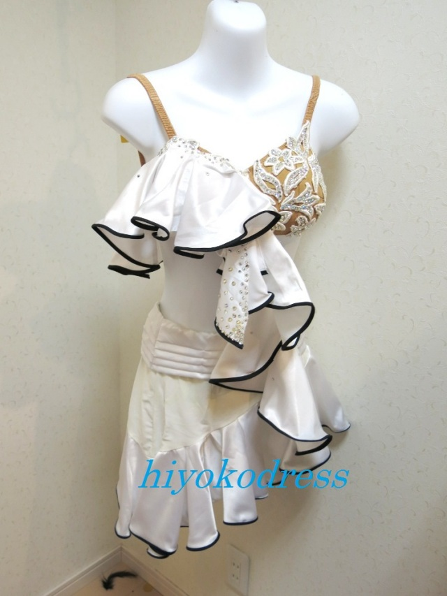 L1021 白サテン 黒パイピングドレス