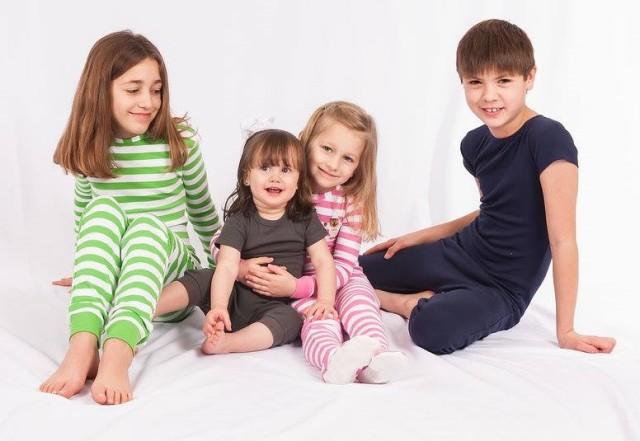 障害児、医療的ケア児の介護服。オムツいじり対策。ワンピース、つなぎパジャマ。子供の弄便、脱衣、おむついじり。