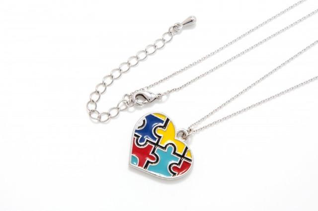 自閉症シンボル、パズルピースチャームのネックレス、イヤリング、ピアス、アクセサリー.。