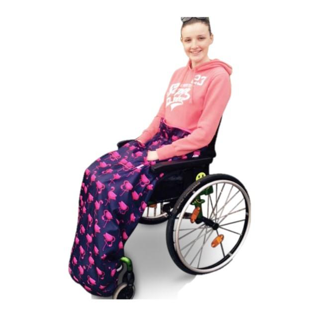 障害児、医療的ケア児、車いすやバギーのための防寒介護用フリースレッグカバー。大人用フラミンゴ。