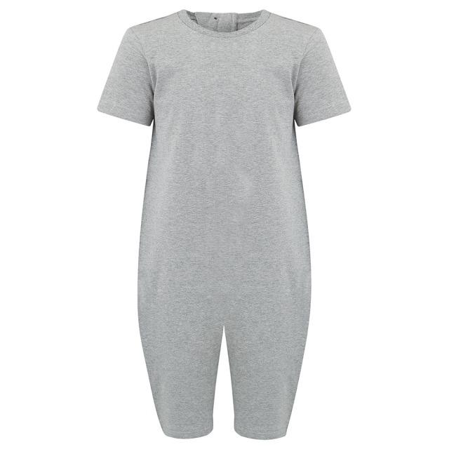 オムツいじり対策用つなぎパジャマ。障害児むけ介護用子供服。半袖半ズボン、グレー無地。