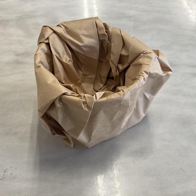 包装紙の茶色はクラフト紙です