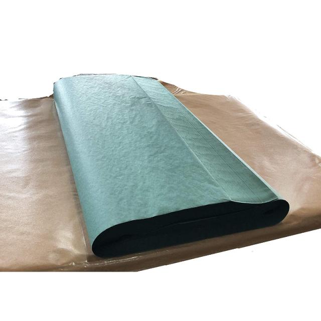 魚を包む緑の紙の全判です