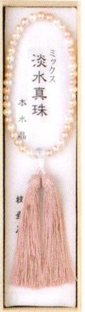 女性片手淡水真珠