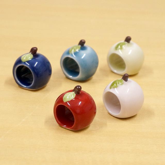 【和食器通販ショップ 藍土な休日】 箸置き 波佐見焼 敏彩窯 レスト かわいい 和風 おしゃれ りんご