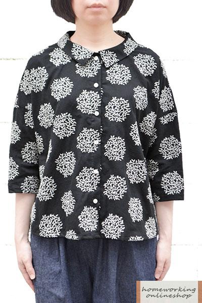 【メール便送料無料】コットンリネンリーフ刺繍フラットカラーブラウス(ブラック)