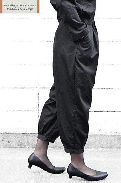 高密度サテン裾タックパンツ(ブラック)