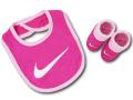 BA644 ベビー ナイキ スタイ&ソックス セット Nike Infant Set 赤ちゃん よだれかけ 靴下 ピンク白