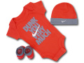 BH884 べビー ナイキ ロンパース3点セット Nike Infant Set 帽子 靴下 ギフトセット バーミリオンダークグレー【箱付き】