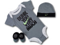BH892 べビー ナイキ ロンパース3点セット Nike Infant Set 帽子 靴下 ギフトセット ダークグレー黒【箱付き】