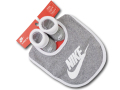BA564 ベビー Nike Infant ナイキ スタイ&ソックスシューズ セット 赤ちゃん よだれかけ 靴下 灰白