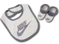 BA595 ベビー ナイキ スタイ&ソックスシューズ セット Nike Infant 赤ちゃん よだれかけ 靴下 アイボリーダークグレー