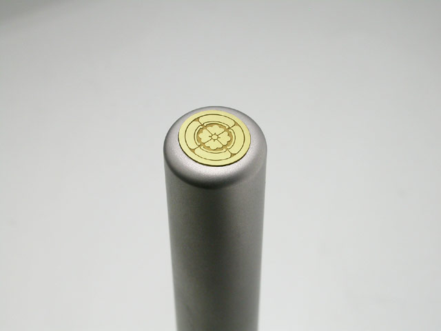 家紋入りチタン印鑑(個人認印・銀行印・12mm)ゴールドエンブレム