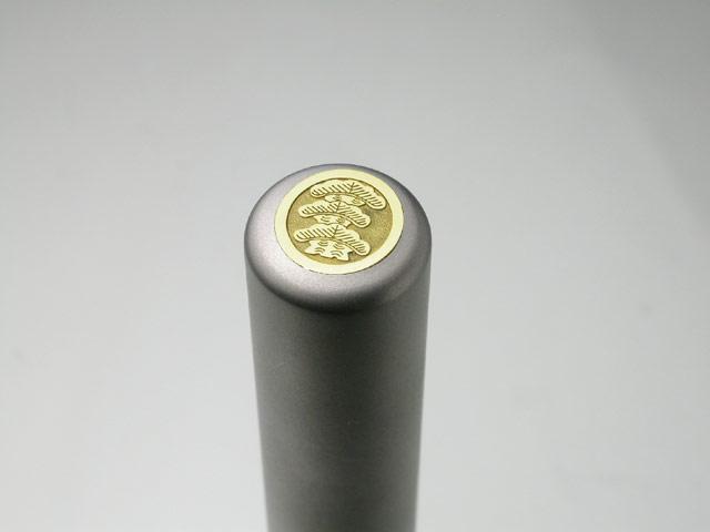 家紋入りチタン印鑑(個人実印・銀行印・13.5mm)ゴールドエンブレム