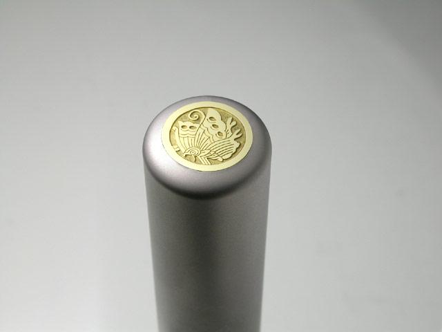 家紋入りチタン印鑑(個人実印・銀行印・15mm)ゴールドエンブレム