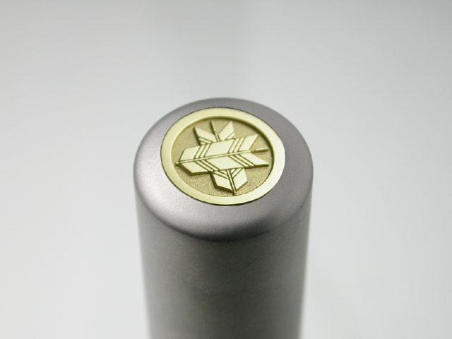 家紋入りチタン印鑑(個人実印・16.5mm)ゴールドエンブレム
