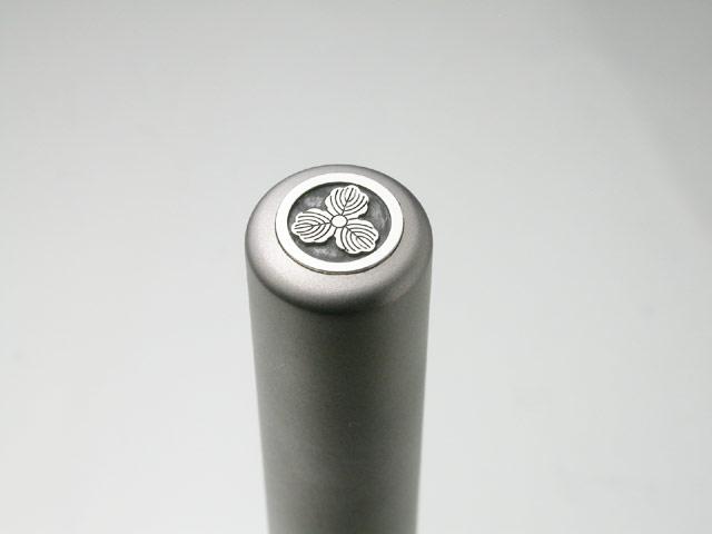 家紋入りチタン印鑑(個人実印・銀行印・13.5mm)シルバーエンブレム・竹コース