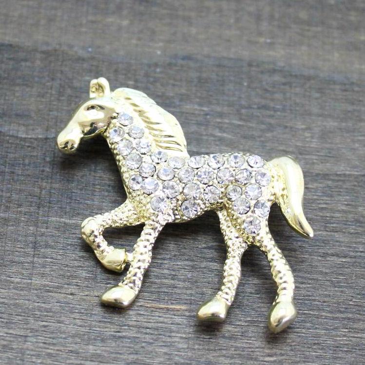 ゴールドのラインストーン馬ブローチ