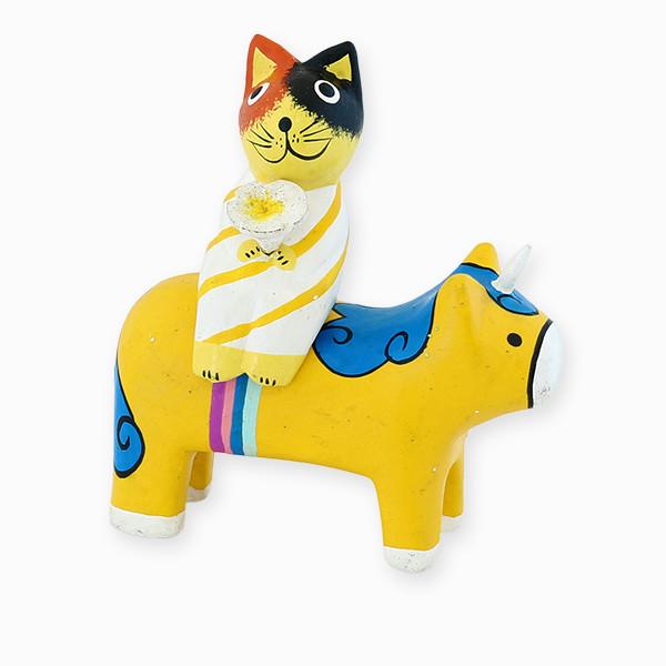 仲良し三毛猫さんを乗せた黄色ユニコーン