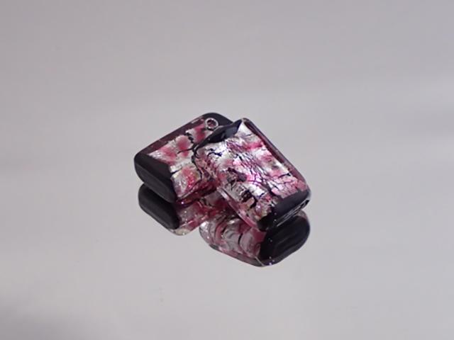 スクエアプレート(ステンレスヒートン付き) 黒・さくら【新作】 14mm×22mm×6mm(ヒートン含まず) 最安値 1個 300円~ 夜光ホタルガラス【ネコポス便可】