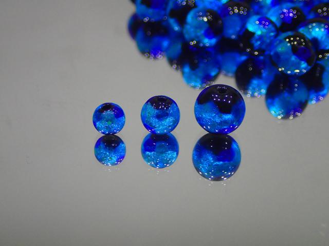 片穴丸玉 黒・ブルー 6mm玉 最安値 1個 155円~ 夜光ホタルガラス【ネコポス便可】