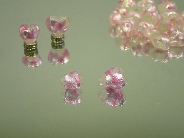 片穴ハート 白・ピンク 10mm玉 最安値 1個 185円~ 夜光ホタルガラス【ネコポス便可】