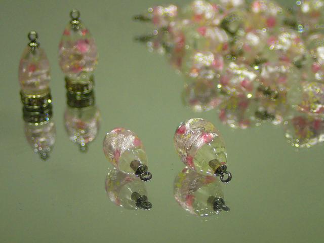 片穴ピアス(ステンレスヒートン付き) 透明・ピンク 8mm玉 最安値 1個 200円~ 夜光ホタルガラス【ネコポス便可】