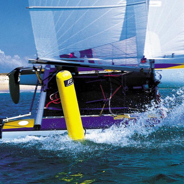 【海・川・湖の大会やレース、用途は色々!】 レガッタ・トレーニングブイ