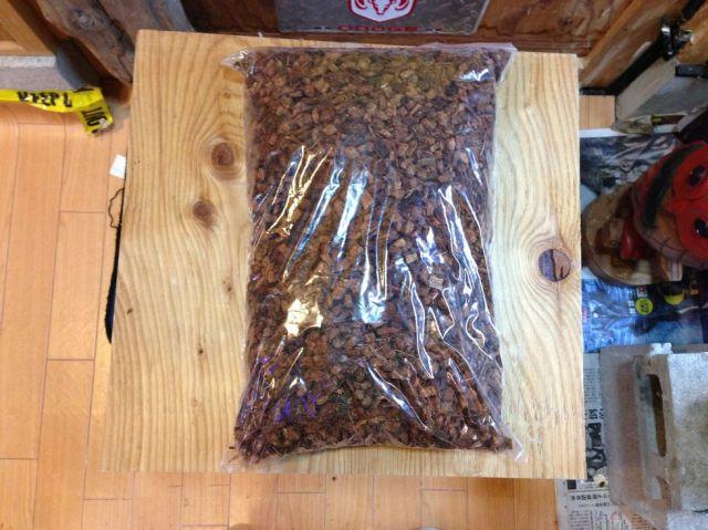(飼育用品・床材)パームクラッシュ  ヤシガラチップ床材  8L