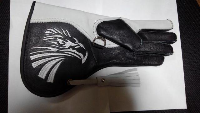 ファルコングローブ  Lサイズ タカ刺繍