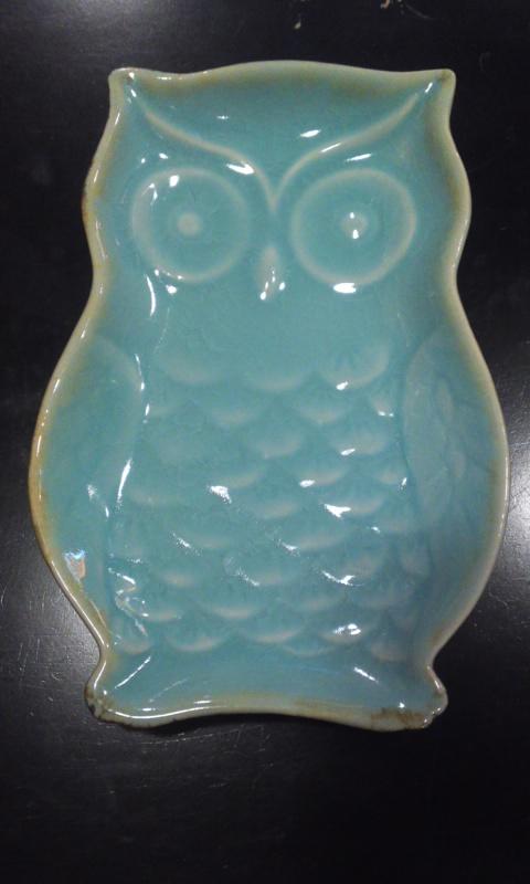 雑貨 フクロウのお皿  陶器製  水色 大きめ