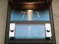 クリスタルレーザー マンション表札 ベース プラチナブルー サイズオーダーOK あなたのマンションにジャスフィット
