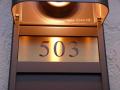 表札とセットで20%OFF ステンレスルームナンバーHCS-ROOM 【レビューを書いて送料無料】◆ご希望サイズ変更可◆マンションユニットにジャストフィット!◆ポストにも対応可◆書体・レイアウト変更可【校正5回無料】 部屋番号