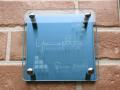 ガラス&カラーステンレス表札 クリア&プラチナブルー色 ガラスとステンレスを組み合わせたエレガントな表札