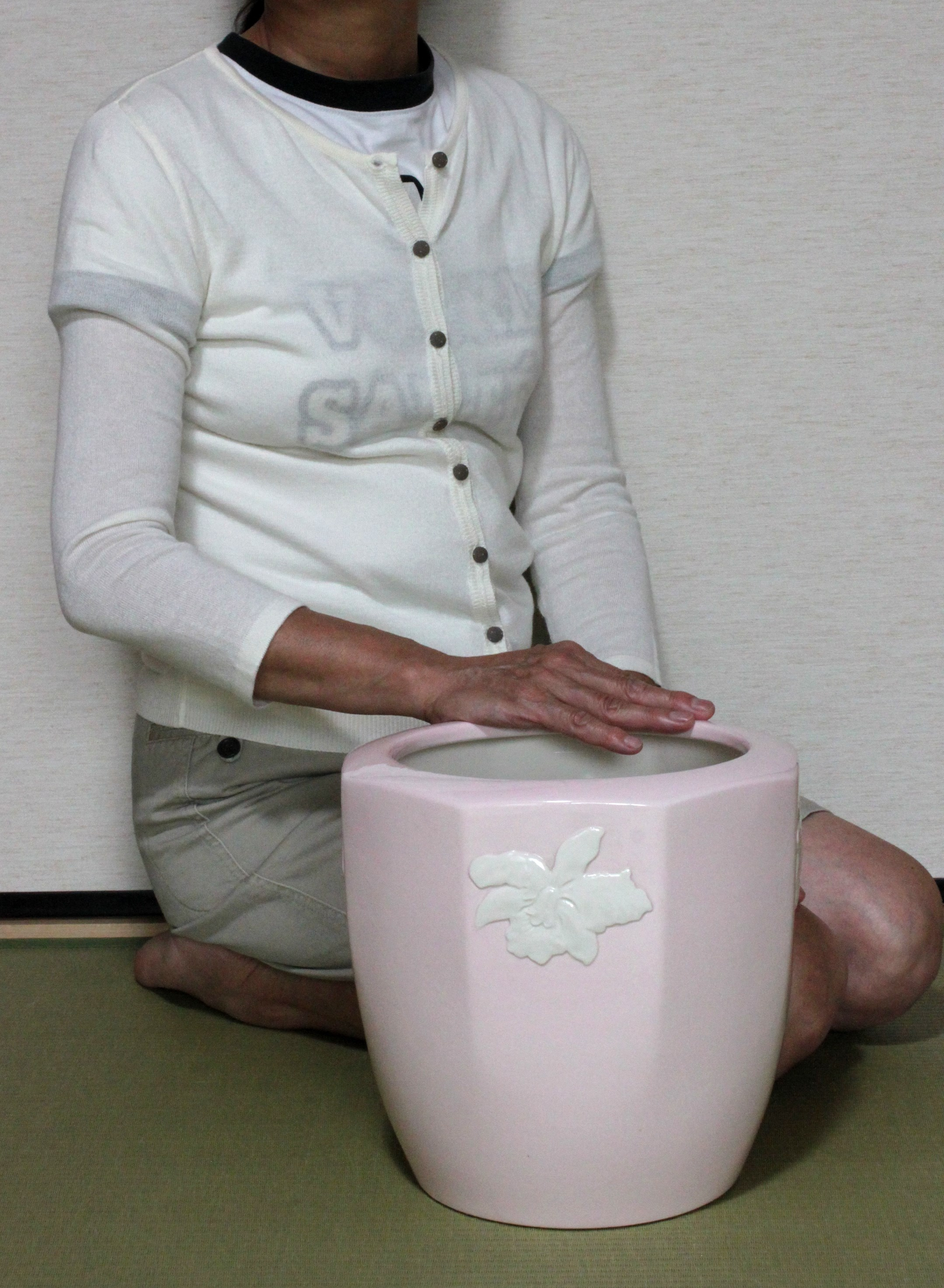 東洋陶器花柄浮き出し手あぶり火鉢