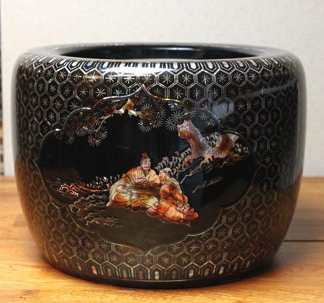 黒塗り螺鈿細工人物紋様火鉢