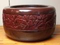 中帯花草紋彫り 塗り瓶掛火鉢