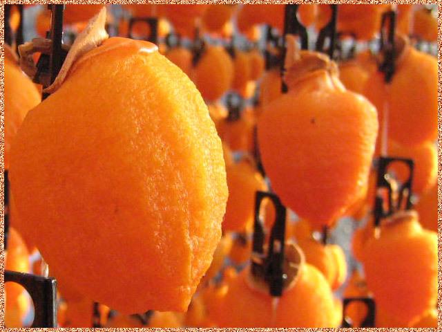 柿のれんの市田柿のオレンジ色に輝く果肉