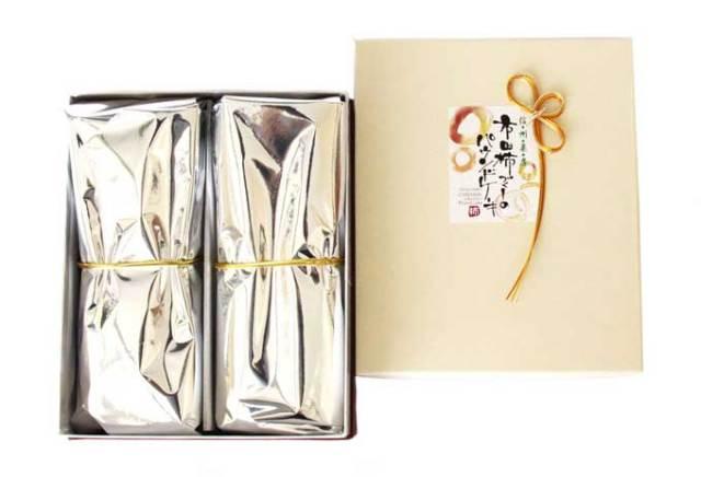 市田柿ケーキ2本のパッケージ