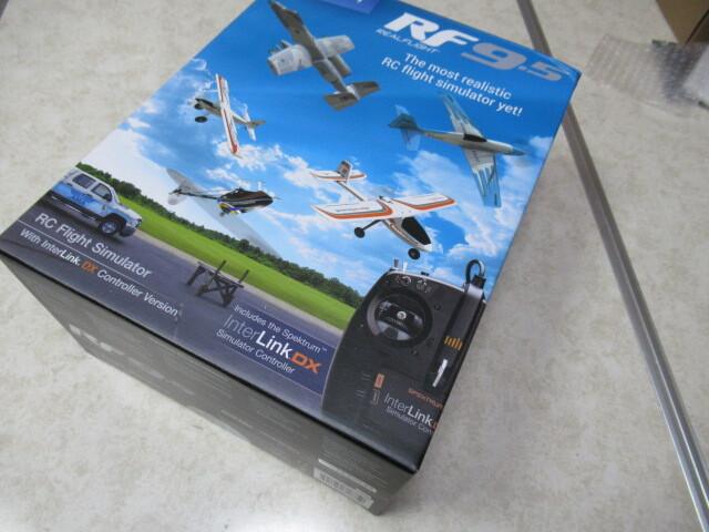 RealFlight RF9.5 フライトシミュレーター、Interlink コントローラーセット 正規輸入品、日本語説明書付属。モード1及びモード2の切り替え自由にできます。