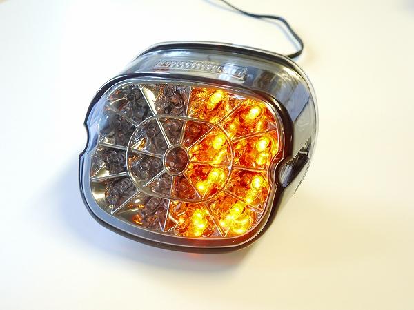 ハーレー用ウインカー機能付きLEDテールランプ スモークレンズ レイダウン ナンバー灯付き