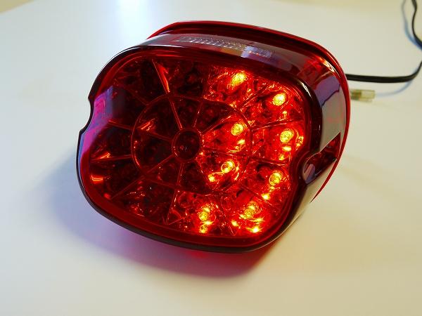 ハーレー用ウインカー機能付きLEDテールランプ レッドレンズ レイダウン ナンバー灯付き