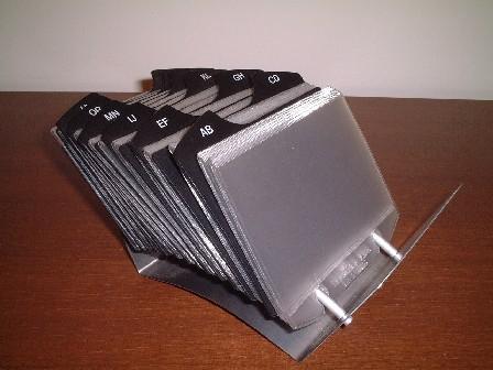 機能性と実用性を兼ね備えたカードホルダーS