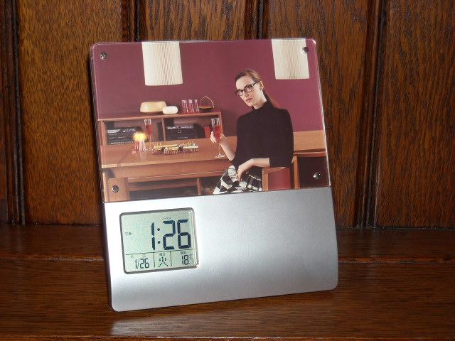 吹き込んだ声をアラームにできる録音目覚まし時計!録音再生機能つきフォトフレームアラームクロック PHOTOSTAND 70128-10
