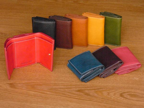 味わいある柔らかい手触りの レザー三つ折り財布 ミネルバ