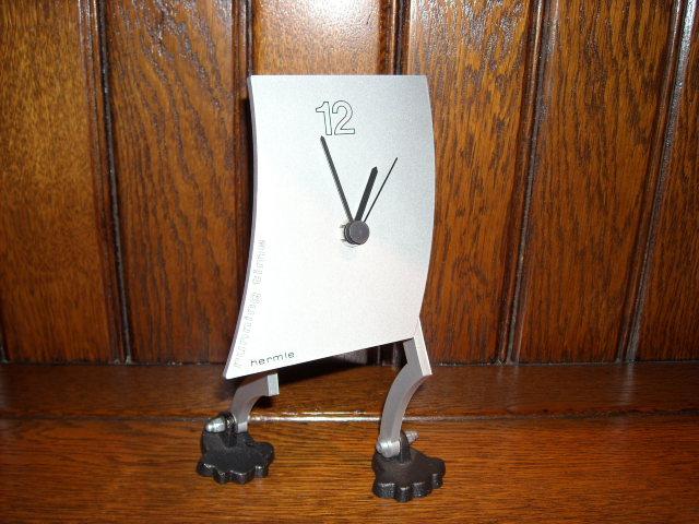 ユニークなデザインが魅力的! HERMLEヘルムレ製置時計ランニング