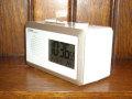 シンプルでスマート!AM/FMラジオ電波アラームクロック WH